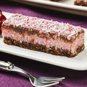 Cherry Slice Tray Cake 1.5kg 103219